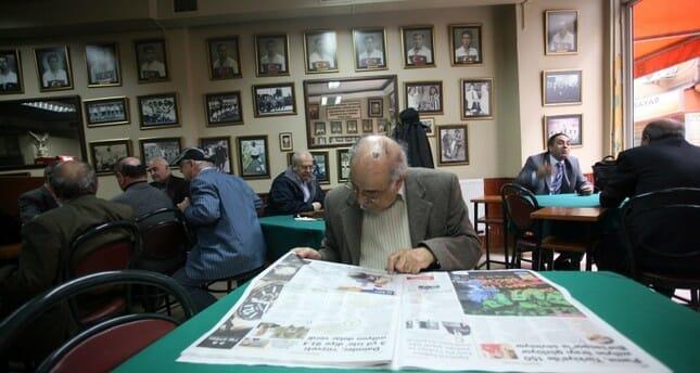 مقاهي إسطنبول الثقافية تجتذب عشاق القراءة والباحثين عن الهدوء