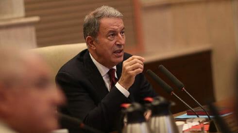 وزير الدفاع التركي يكشف عن نقطة حسّاسة في المنطقة الآمنة بسوريا