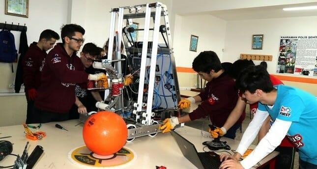 """""""سوبر روبوت"""" مصنوع بالكامل بأيدٍ تركية يعرض في الولايات المتحدة"""