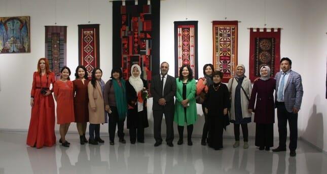 """بمشاركة 9 دول.. إسطنبول تحتضن معرض """"فنانات العالم التركي"""""""