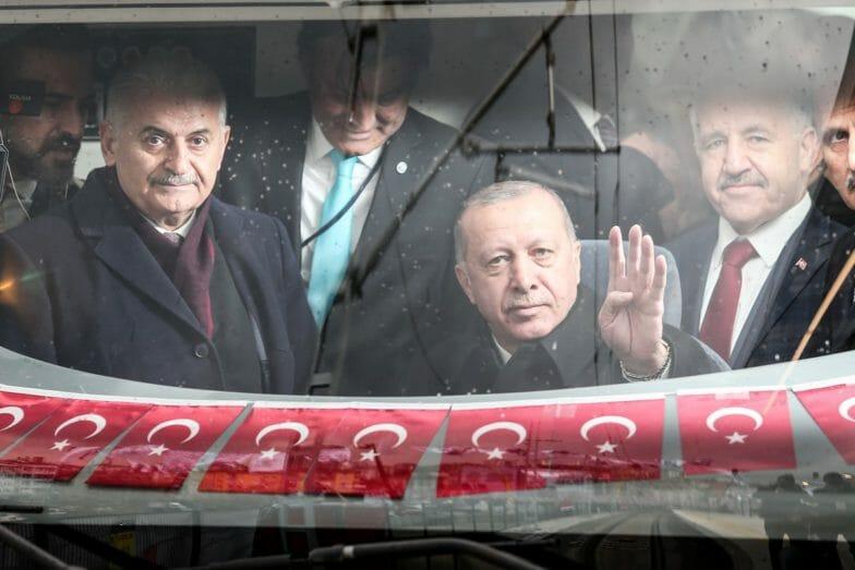 افتتاح مشروع قطار يربط الجانبين الآسيوي والأوروبي من مدينة إسطنبول
