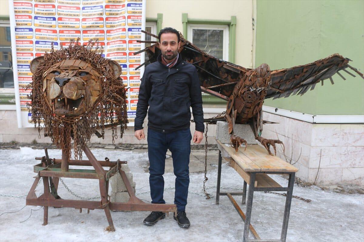 D1rcvscWwAABmup - تركي يحول نفايات الخردة إلى تحف فنية