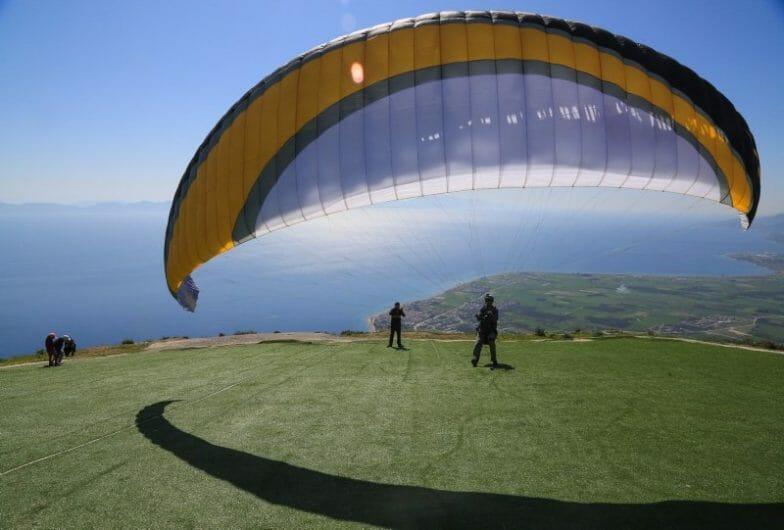 جبل ألاتبه بموغلا التركية.. ملتقى عشاق الطيران المظلي