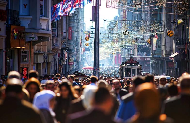 إسطنبول تتجاوز 131 دولة في عدد السكان