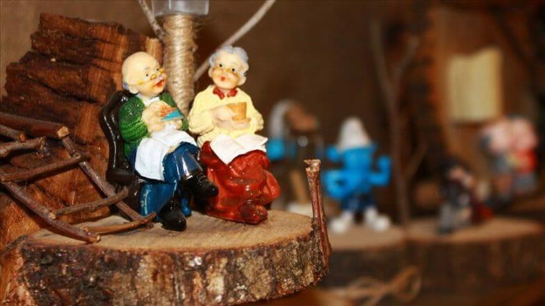 جذوع الشجر تتحول إلى تحف فنية على يد مواطن تركي