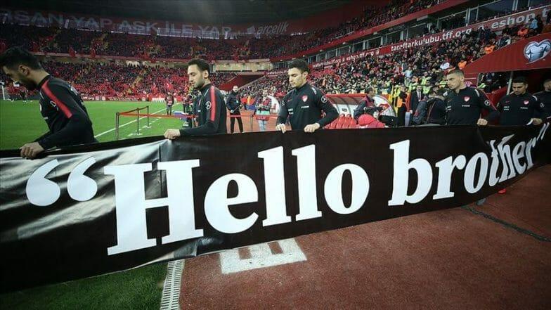 """لاعبو المنتخب التركي يدعمون حملة """"مرحبا أخي"""""""