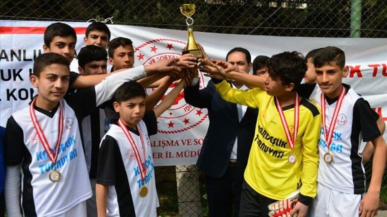 """بطولة """"الأخوّة"""" بين الشباب السوريين والأتراك لكرة القدم"""