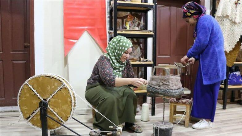 """""""شال- شابق"""".. قماش تراثي يقاوم النسيان في سيعرت التركية"""
