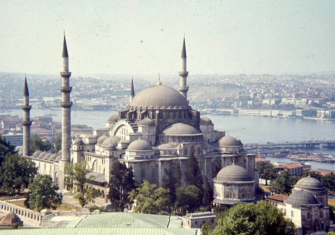 11 0 - مكتبة تاريخية في اسطنبول اكثر من نصف محتواها باللغة العربية