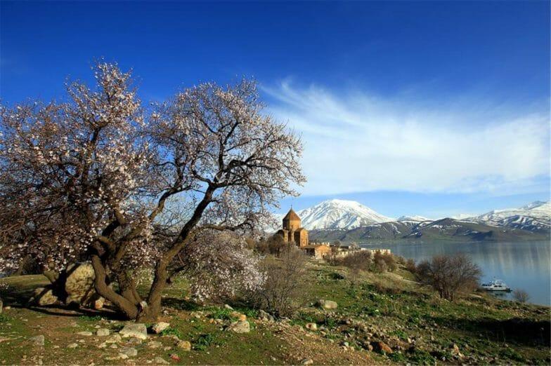 أجواء الفصول الأربعة تجتمع في جزيرة أقدمار بتركيا