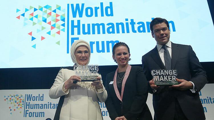 """المنتدى الإنساني الدولي يمنح جائزة """"صانع التغيير"""" لأمينة أردوغان"""
