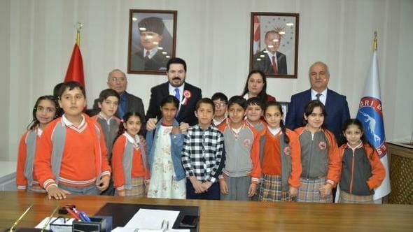 طفلة سورية رئيسةً لبلدية ولاية أغري