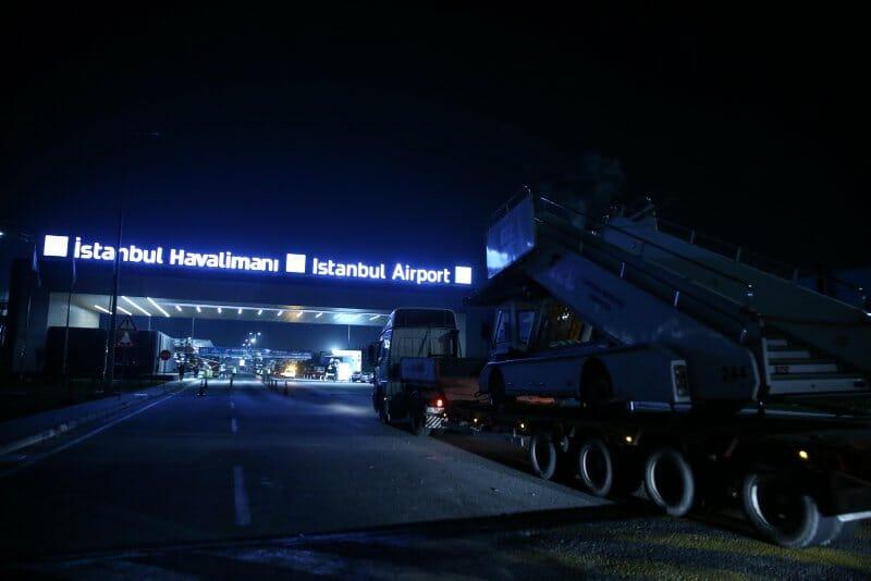 """- بالصور.. استمرار عملية الانتقال بين مطاري """"أتاتورك"""" و""""إسطنبول"""""""