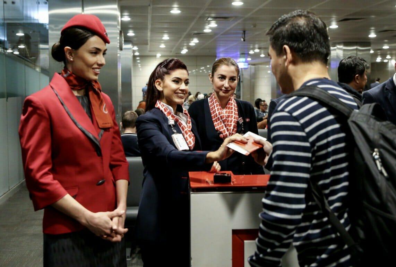 D3c3 Q X4AAUyEZ - مطار أتاتورك يودع آخر طائرة داخلية بأجواء من الفرح والإثارة