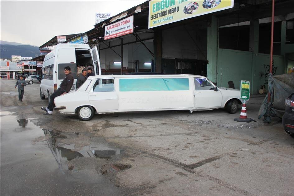 """D3oMoB2XoAAGKFy - تركي يحول سيارة قديمة الى """"ليموزين"""""""