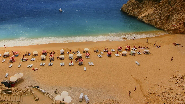 antalya kum00 - أطنان الرمال من الولايات المتحدة لتكوين شواطئ خاصة في أنطاليا
