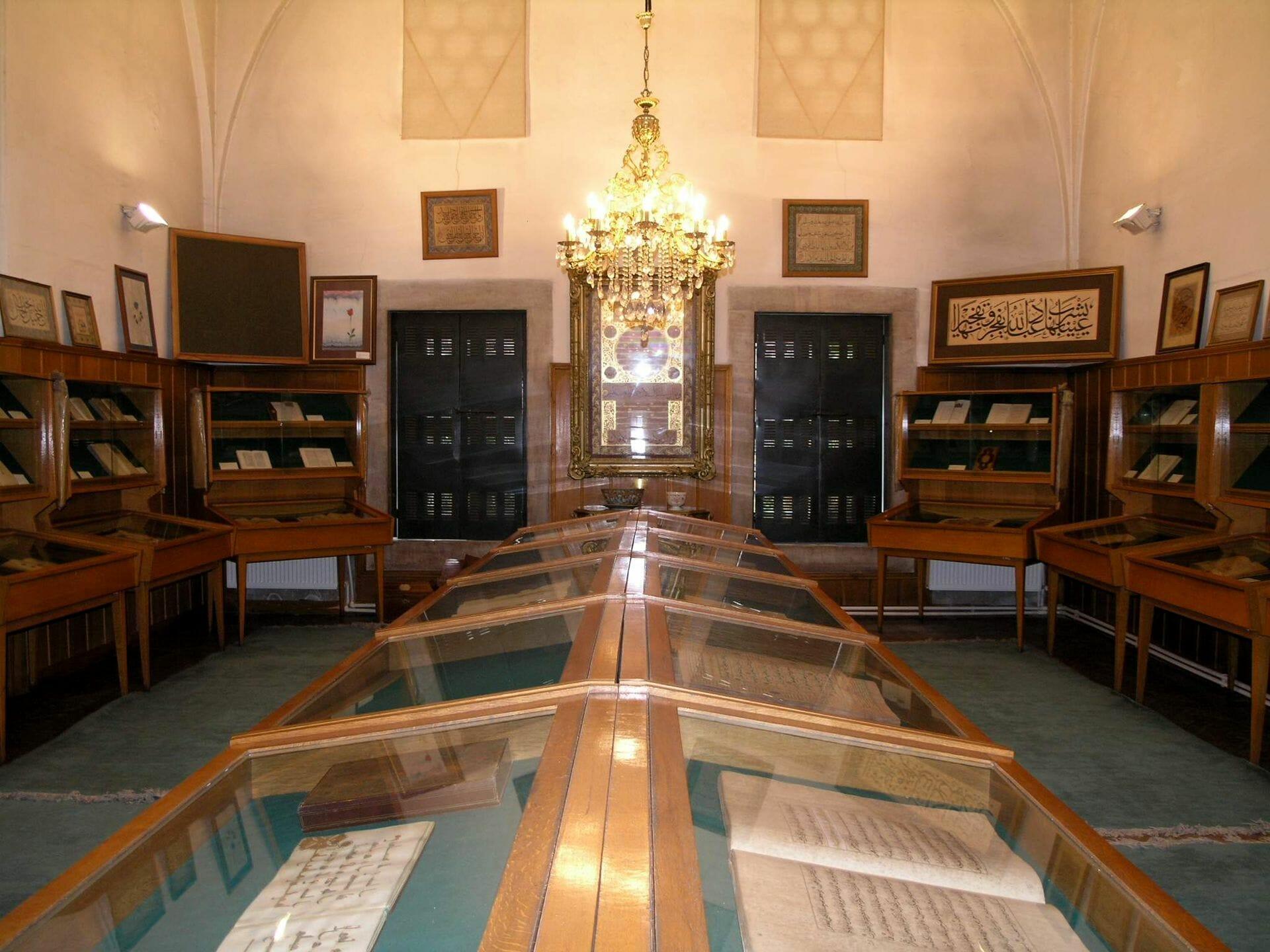pa2 - مكتبة تاريخية في اسطنبول اكثر من نصف محتواها باللغة العربية
