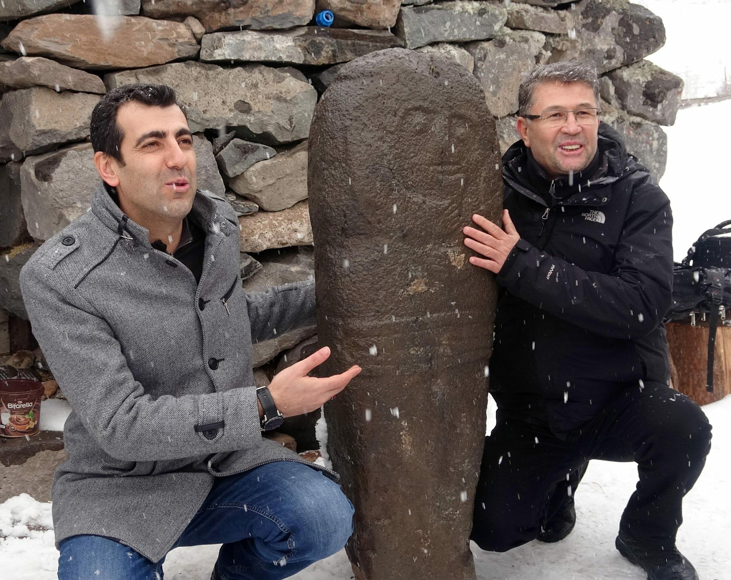 e154dc9abe0e4141984f37ed750da898 scaled - رجل تركي يعثر على تمثال يعود عمره ل 2500 عام بالصدفة