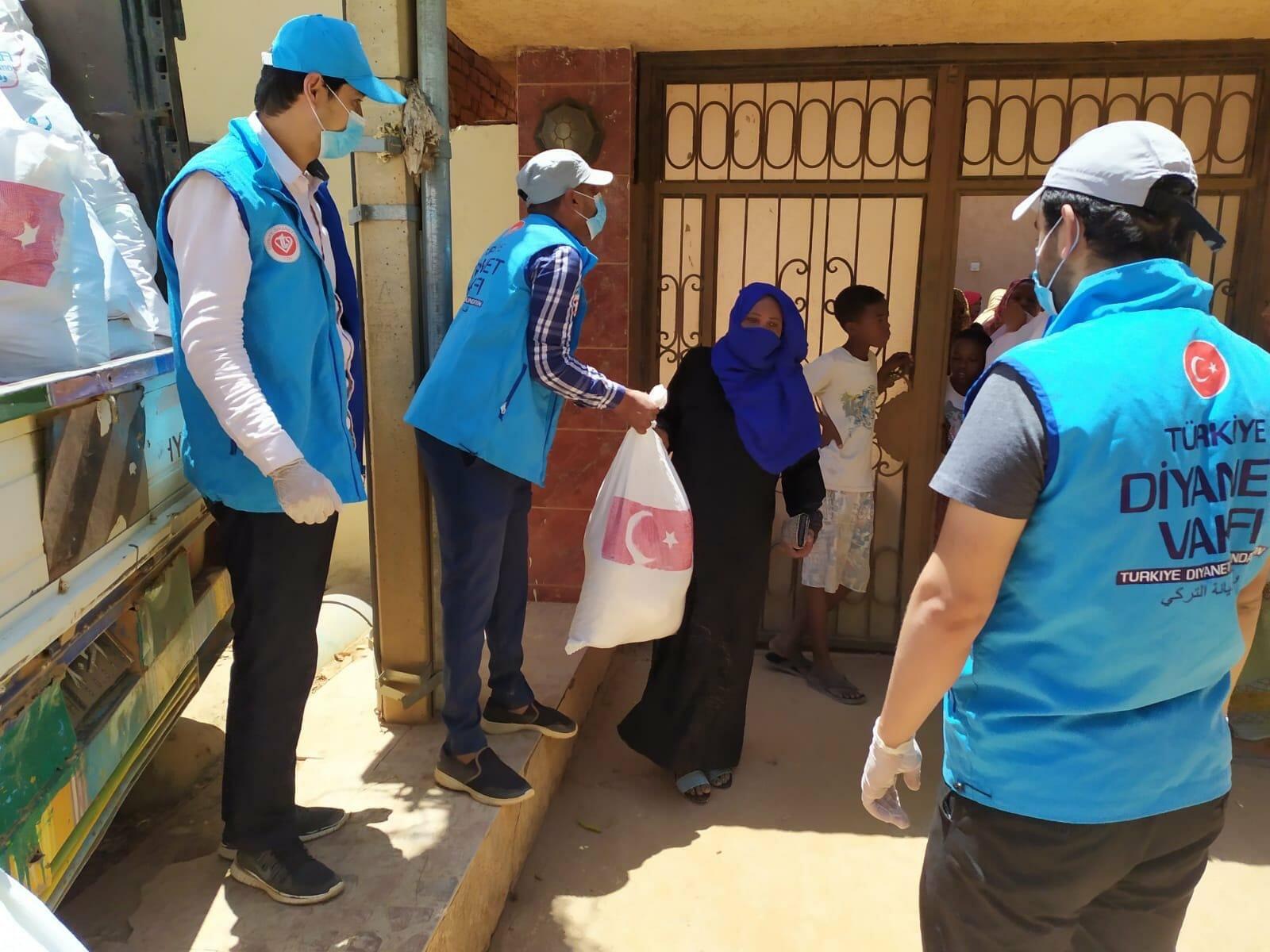 EVvoZFmXgAE29UG - تركيا .. دعم الأسر الفقيرة في السودان بأكثر من 16 ألف حقيبة رمضانية