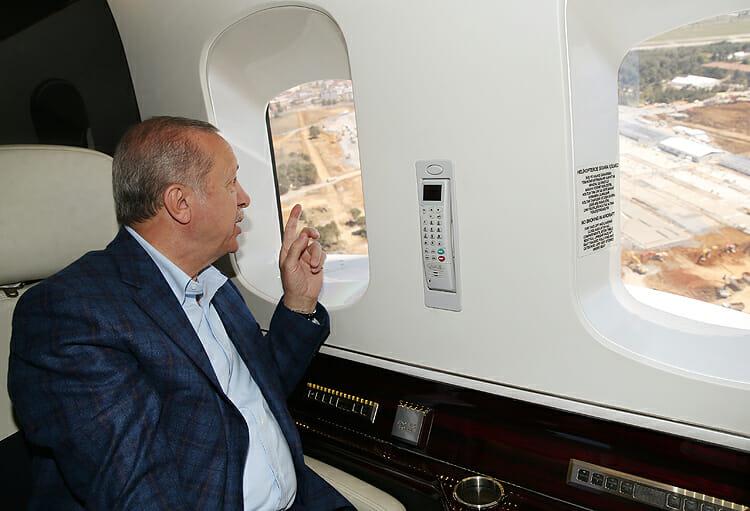 أردوغان يتفقد جوًّا مستشفيات قيد الإنشاء بإسطنبول