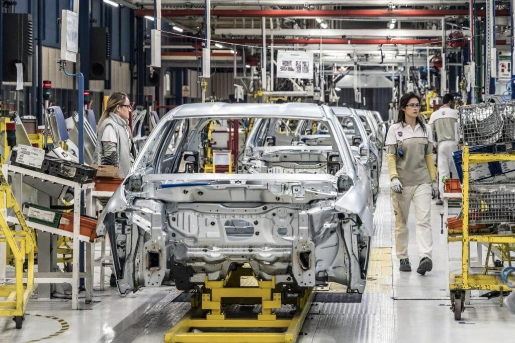 مصانع السيارات التركية تستأنف الإنتاج