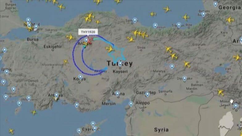 بمناسبة عيد الطفولة والسيادة.. الطيران التركي يرسم النجمة والهلال في السماء
