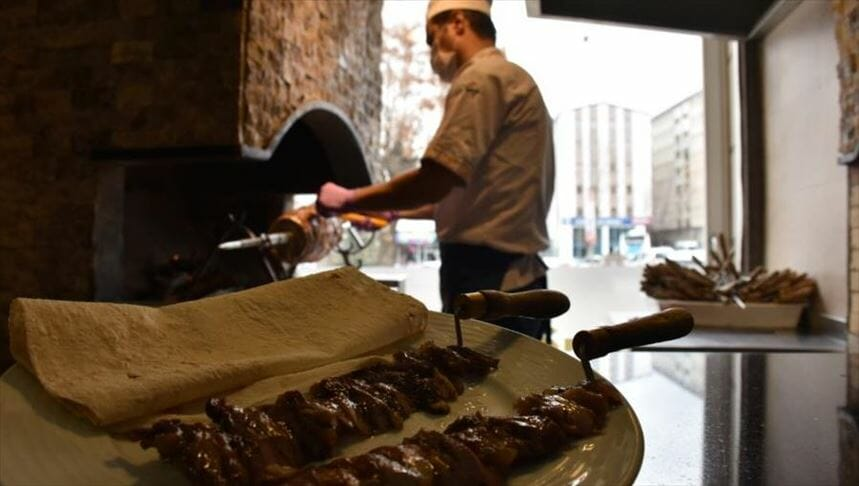 "thumbs b c ca7505f8612511925a7fa5afa5844385 - أرضروم التركية.. ""جاغ كباب"" و""القطايف"" تزينان الموائد في رمضان"