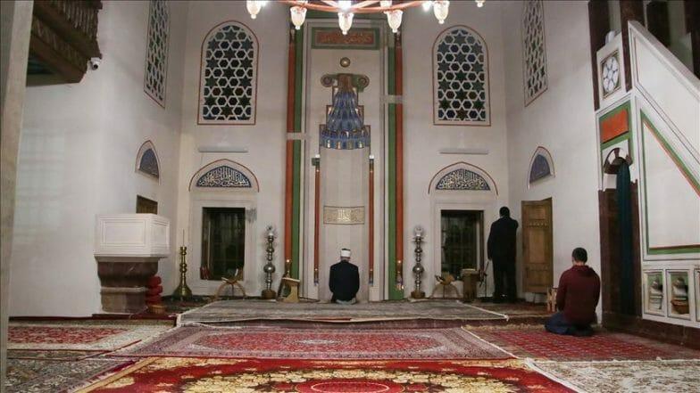 غياب المصلين عن المساجد في أول صلاة تراويح بإسطنبول