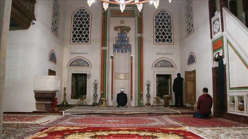 thumbs b c e291d6c60251f1c939e1715268a3dbd9 - غياب المصلين عن المساجد في أول صلاة تراويح بإسطنبول
