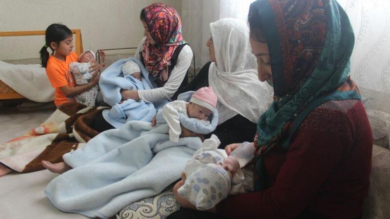 23977241 1589018008 1589019092 - ولادة أربع توائم في الشهر السابع لعائلة تركية