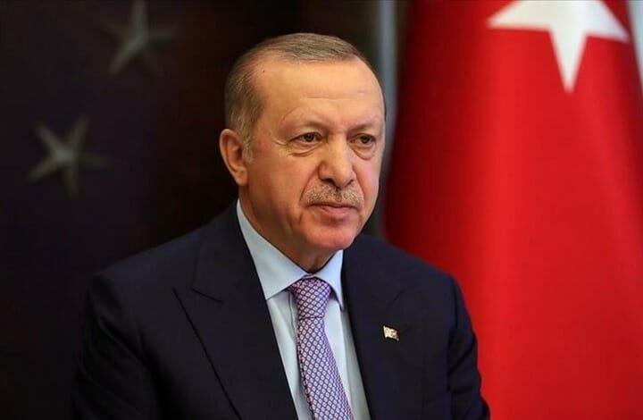 الرئيس أردوغان يردد النشيد الوطني مع الشعب