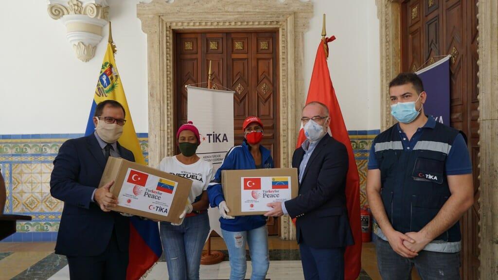 5.1024. - تيكا التركية توزع طرودا غذائية على 400 أسرة فنزويلية