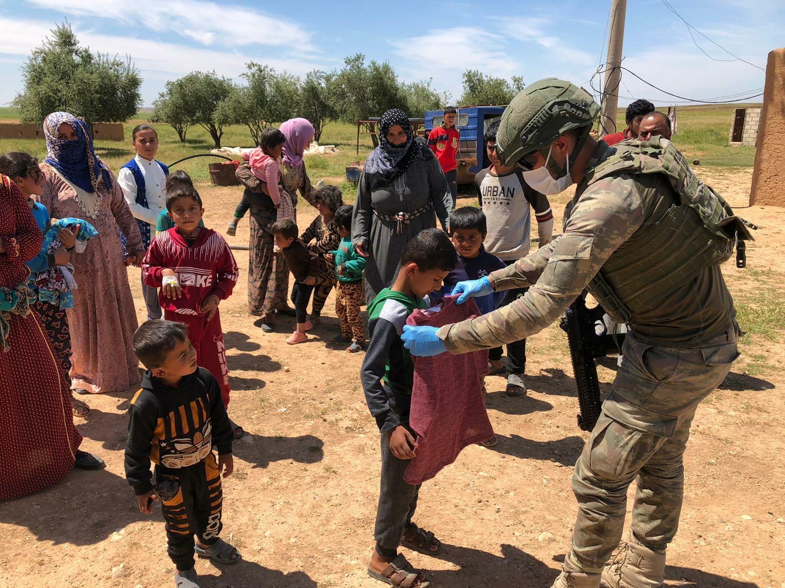 """EXUU6hQWsAA8s0Y - """"نبع السلام"""".. الجيش التركي يفرح قلوب الأطفال السوريين"""