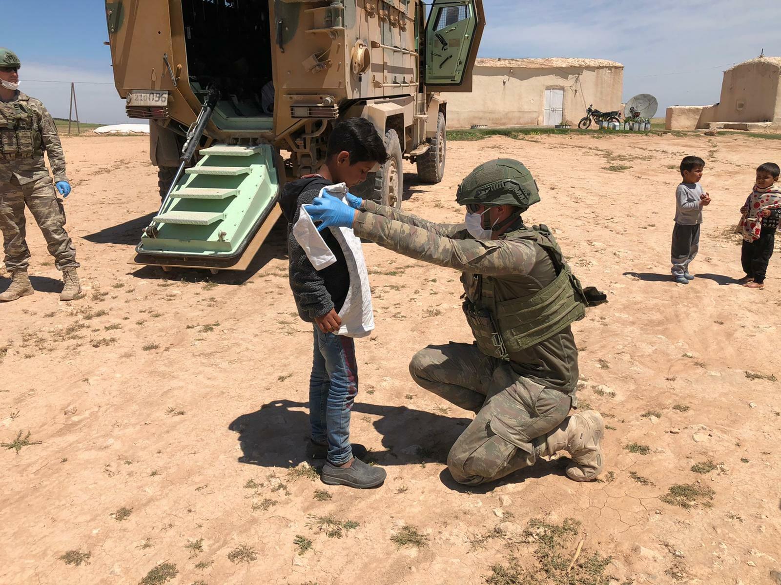 """- """"نبع السلام"""".. الجيش التركي يفرح قلوب الأطفال السوريين"""