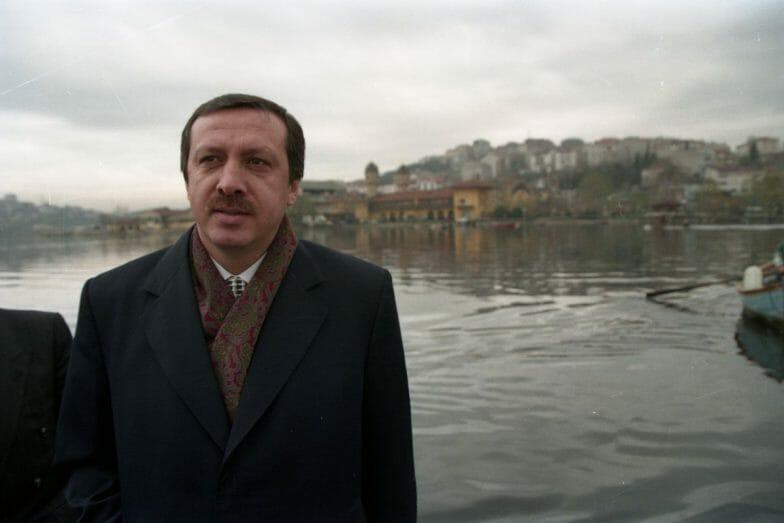 بالصور : أردوغان ينشر صوراً له قبل 26 عاماً