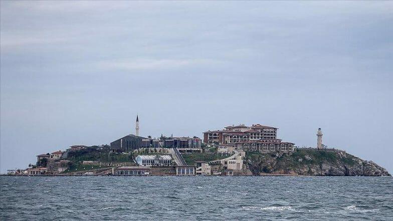 """أردوغان يفتتح """"جزيرة الديمقراطية والحرية"""""""