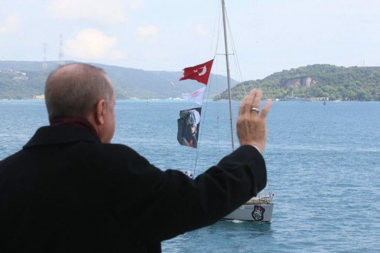 بذكرى فتح إسطنبول.. أردوغان يحيي سفن الاستعراض بمضيق البوسفور
