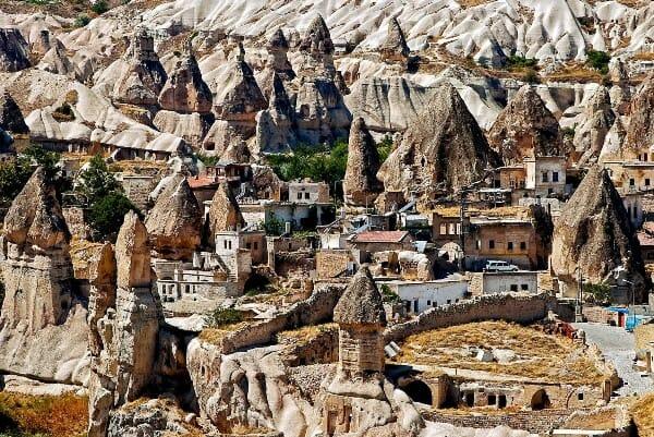 cappadocia - كهوف كابادوكيا: المكان الذي تعيش فيه الحضارات القديمة