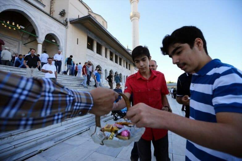 """تركيا.. دعوة لجعل عيد الفطر """"رقميا"""" وتحذير عاجل من الصحة"""