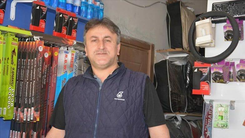 قصة بائع تركي مع الحمام.. يرفض البيع حتى يفقس البيض