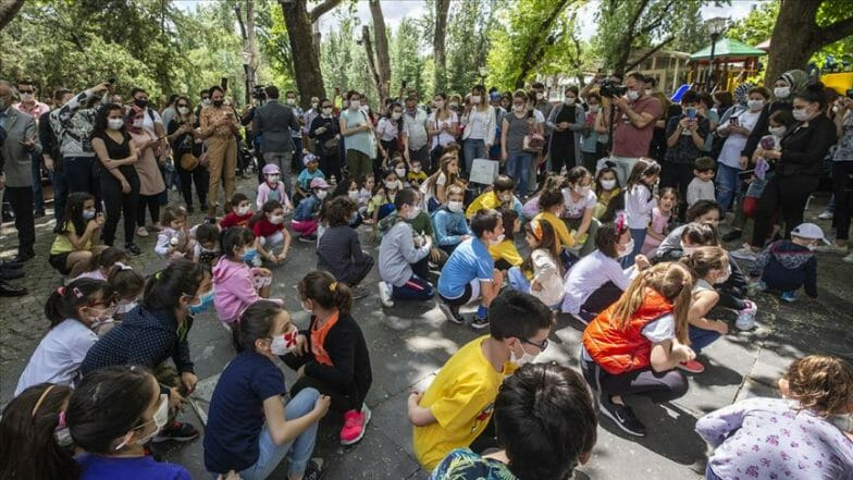 أطفال تركيا في الهواء الطلق بعد أشهر من الحظر بسبب كورونا