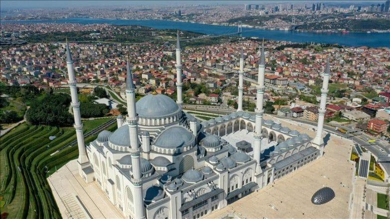 """في عامه الأول.. مسجد """"تشاملجا"""" بإسطنبول يستقبل 7 ملايين زائر"""