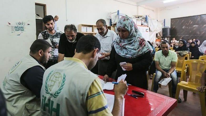 """""""الإغاثة الإنسانية"""" التركية توزع كفالات مالية على أيتام بغزة"""