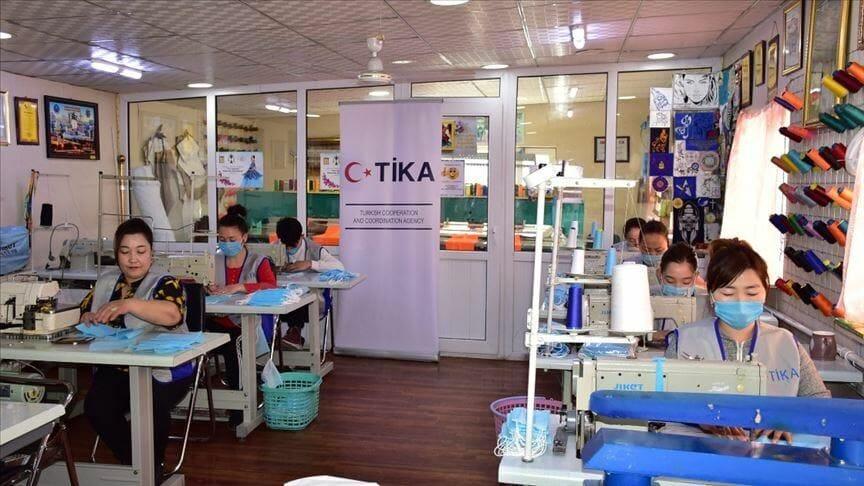 """""""تيكا"""" التركية تفتتح ورشة لإنتاج الكمامات الطبية في منغوليا"""