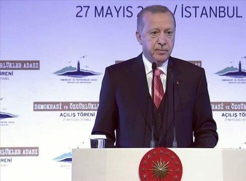 """في ذكرى انقلاب 1960.. أردوغان يفتتح جزيرة """"الديمقراطية والحريات"""""""