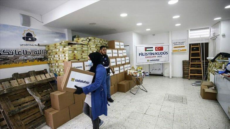 جمعية تركية توزع 320 وجبة إفطار بالقدس