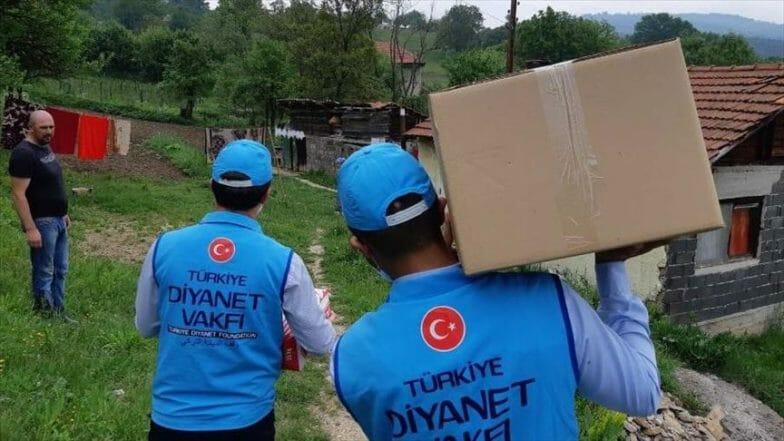 توزيع 300 سلة غذائية تركية بالبوسنة والهرسك
