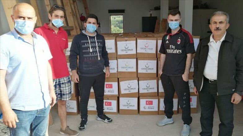 رئاسة أتراك المهجر توزع مساعدات غذائية شمالي لبنان