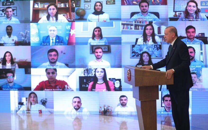 2020 05 31 gencler 01 - أردوغان يحذر الشباب من التدخين والكحول والمخدرات: لا تستسلموا لهذا الواقع