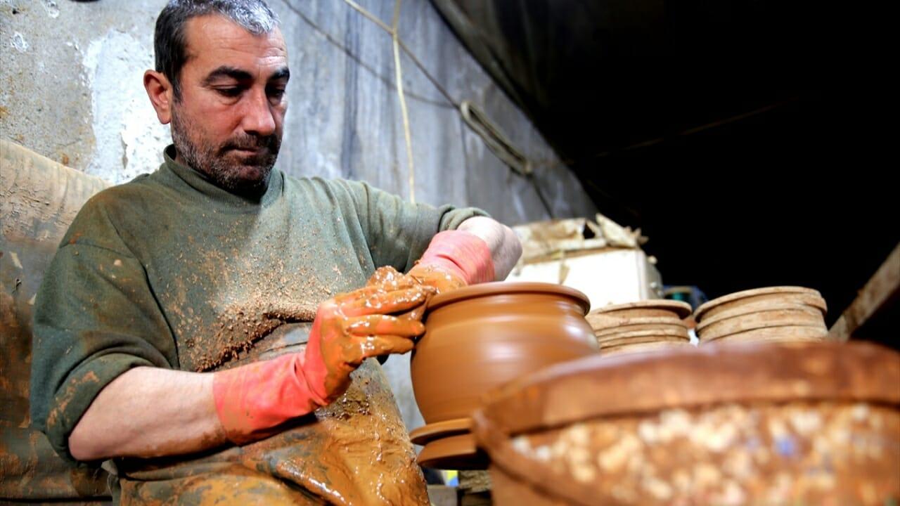 """3 1 - صناعة أطباق """"أفانوس"""".. حرفة مستمرة في الأناضول منذ خمسة آلاف سنة تصدر إلى 70 دولة حول العالم"""